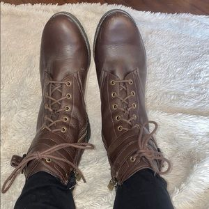 Waterproof lace up boots 7.5